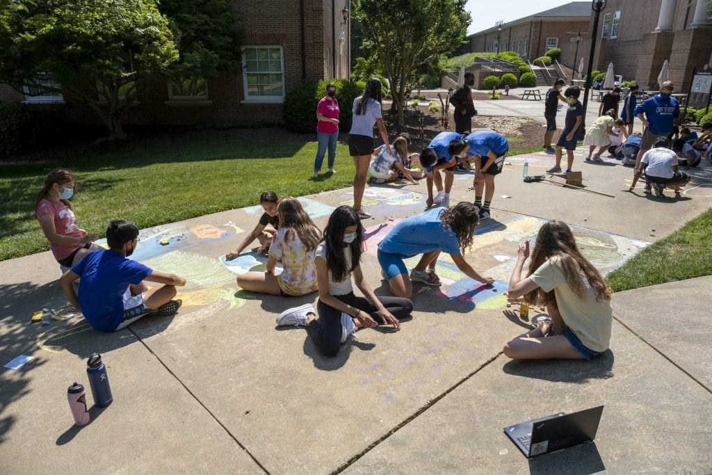 7th graders make chalk murals about empires and revolutions